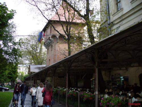 Жовква: Мiськi мури з баштами